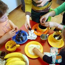 """Atelier de gatit, pentru copii - """"Vitaminele la joaca"""" - modelarea bomboanelor"""